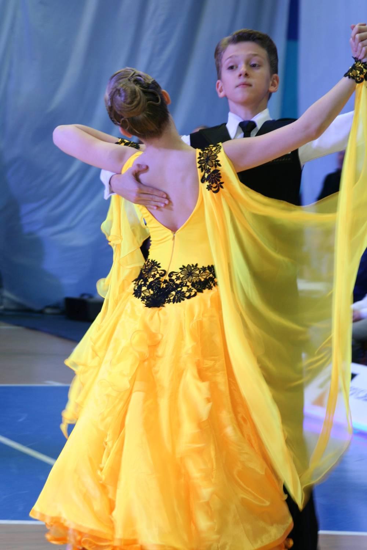 вечерние платья на полноватых с прикрытыми плечами